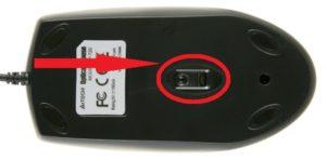 Отверстие компьютерной мышки под лазер/оптический луч